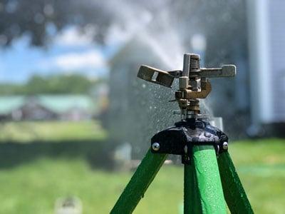 Pulsating Sprinkler on Tripod for Lawn Irrigation